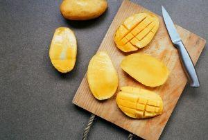 cut mango for prawn and mango salad